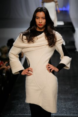 Model wearing white knit pullover