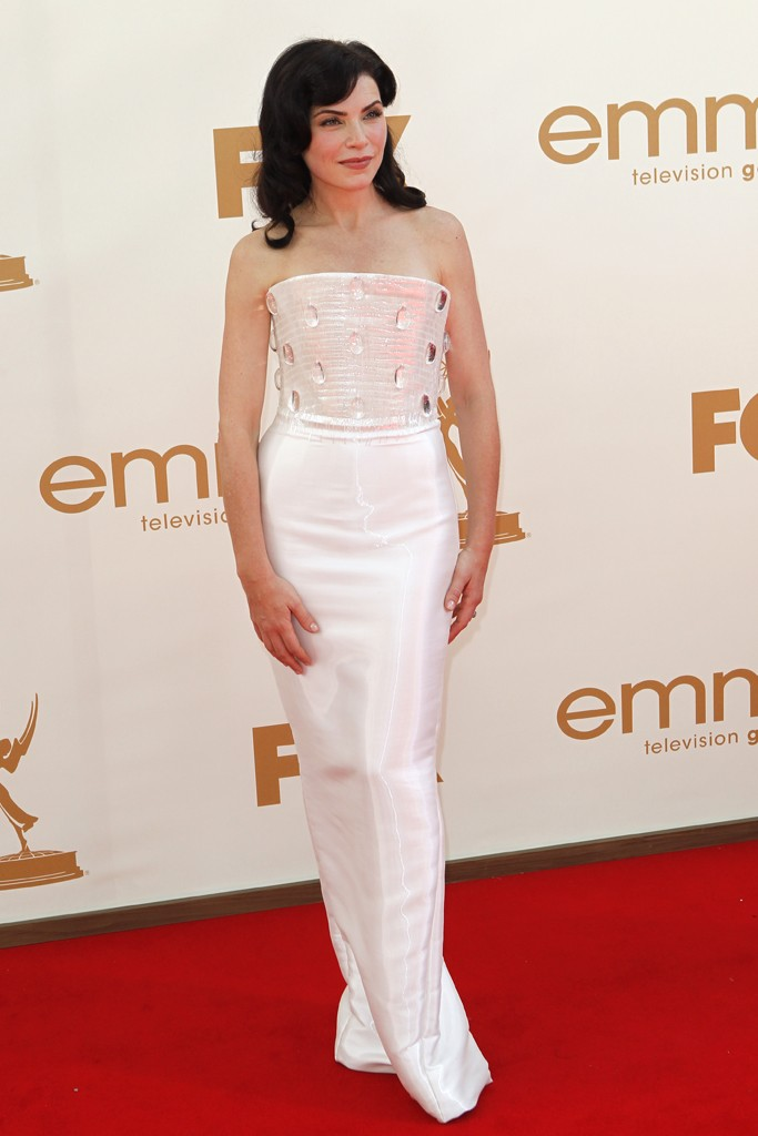 Lead Actress in a Drama Series winner, Julianna Margulies's Armani Privé couture gown featured a jewel encrused bodice     Lead Actress in a Drama Series winner, Julianna Margulies' Armani Privé couture gown featured a jewel encrused bodice