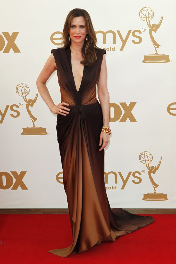 Kristen Wigg mimicted an emmy in this chocolate-bronze obré Zach Posen dress and gold Fred Leighton bangles