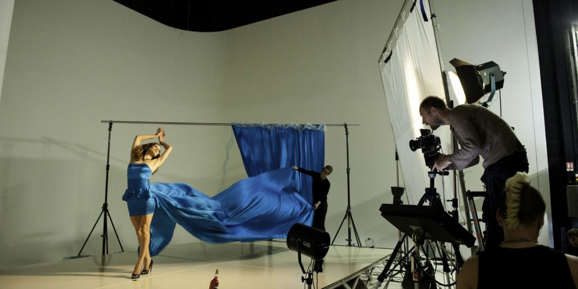 Photoshoot behind the scenes Milla Jovovich